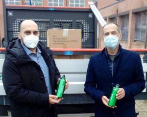 Consegnate le prime borracce nelle scuole di Cesate – Ogni alunno avrà la sua personalissima borraccia